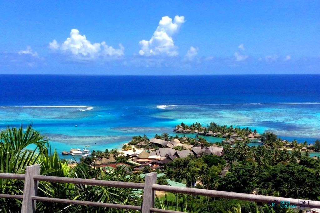 View on the lagoon of Moorea in the Villa Fetia Dream, for a dream vacation rentals in French Polynesia