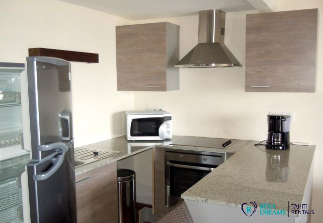 Equipped kitchen of the Duplex Matavai, vacation rentals in Arue, on the island of Tahiti
