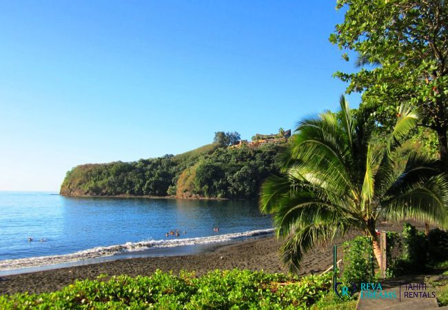 Black sand beach of the Duplex Matavai, stays and holidays in the sun of Tahiti, French Polynesia