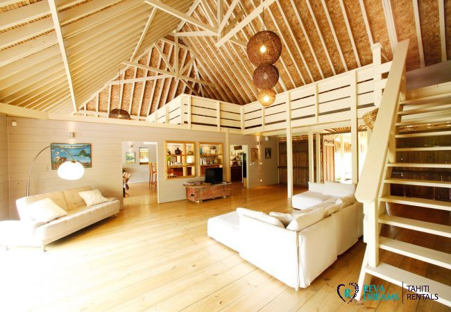 Living room of the Villa Miki Miki Dream for vacation rentals in Moorea, French Polynesia