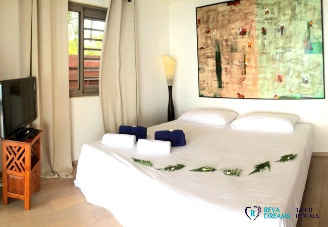 Double bedroom in Villa Vahinera Dream holiday home for a stay in Tahiti, French Polynesia