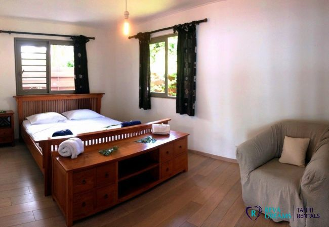 Comfortable bedroom for relaxing during your beach holiday at the Villa Vahinera Dream, Tahiti