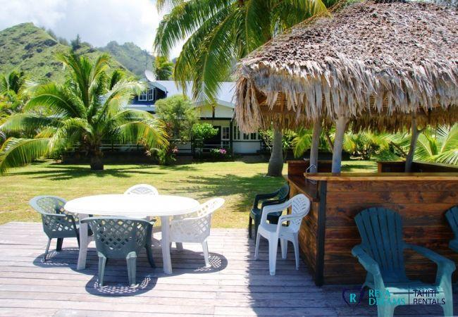 Tropical bar and outdoor dining area in the garden of Villa Teareva Dream, Moorea island