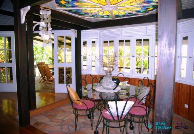 Dining room in the authentic Villa Teareva Dream holiday rental on Moorea island, next to Tahiti
