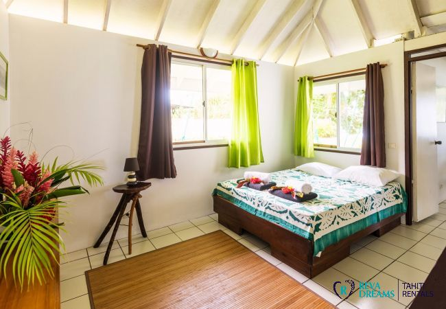 Polynesian style bedroom 2, Fare Tiki Dream, holiday rental beside the lagoon, Moorea island