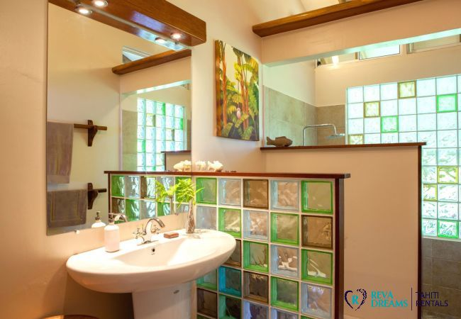 Modern bathroom with shower at The Villa Tehere Dream holiday accommodation, discover French Polynesia