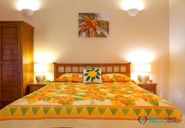 Double bedroom in The Villa Tehere Dream, enjoy holidays on the quiet and secluded Tahaa island, French Polynesia