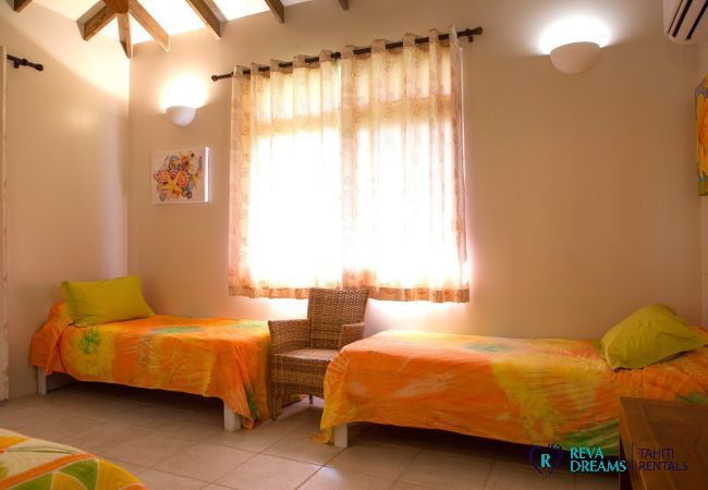 Twin beds in bedroom 2, spacious Villa Tehere Dream holiday rental on the remote Tahaa island