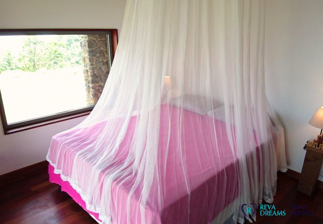 Bedroom 1 double bed, holidays in the forest on Tahiti island, French Polynesia