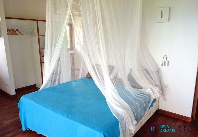 Bedroom 2 of the Villa miti natura, exotic holidays exploring French Polynesia