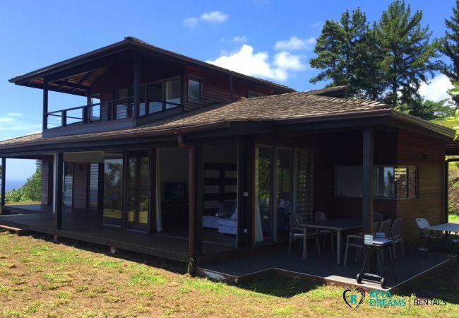The front of the Villa miti natura, dream vacation on Tahiti island, nature and watersports