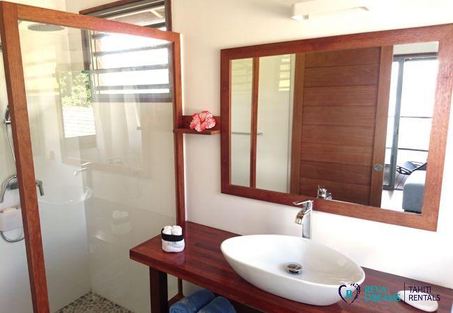 Villa miti natura, bathroom, dream holiday on Tahiti island, South Pacific