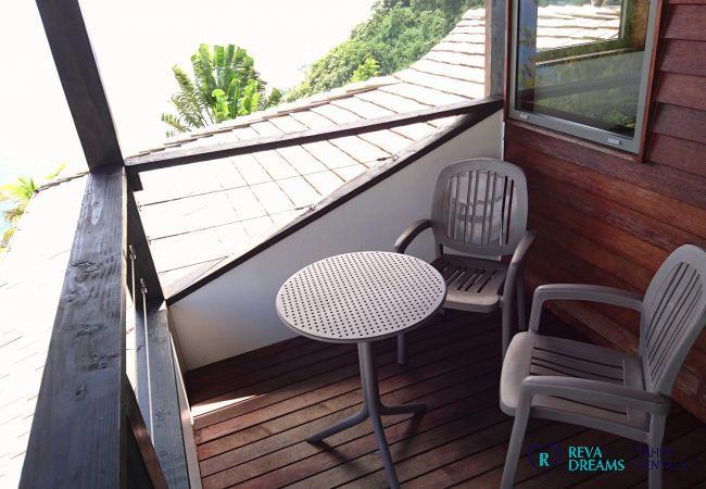 Private balcony of the Villa miti natura, explore Tahiti island, her lagoon, mountains and forests
