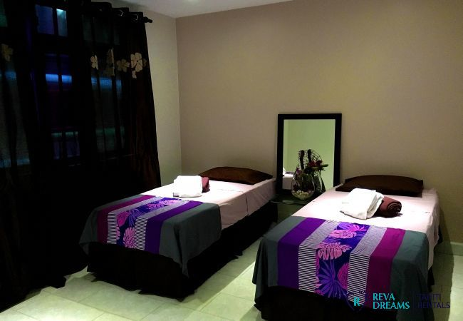 Stylish twin bedroom in the Fare Ere Ere located in Arue on Tahiti island, ideal for beach holidays