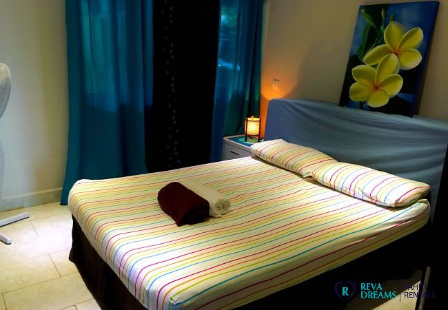 Bedroom with double bed, Fare Ere Ere dream vacations with Tahiti in Style in French Polynesia