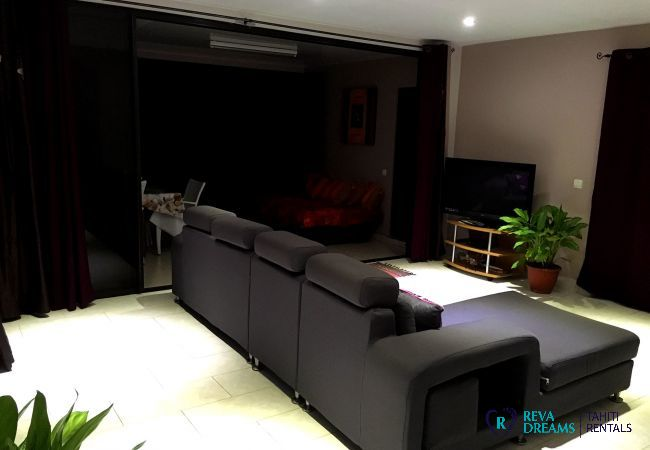 Contemporary living room with television, enjoy a dream vacation in French Polynesia
