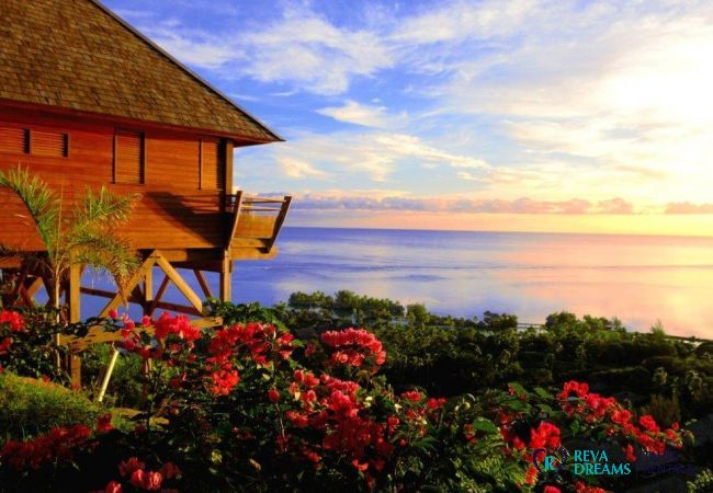 Vue sur le lagon de l'île de Moorea depuis la Villa Fetia Dream, location de vacances en Polynésie Française