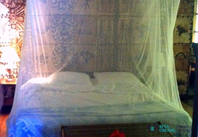 Chambre double au Fare Pacifique, séjours et vacances traditionnels au soleil sur un îlot de Polynésie Française