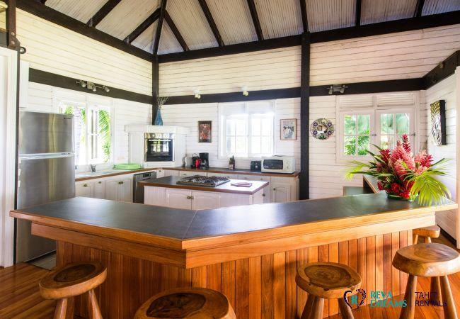 Cuisine moderne dans la Villa Teareva Dream location saisonnière sur l'île de Moorea en Polynésie Française