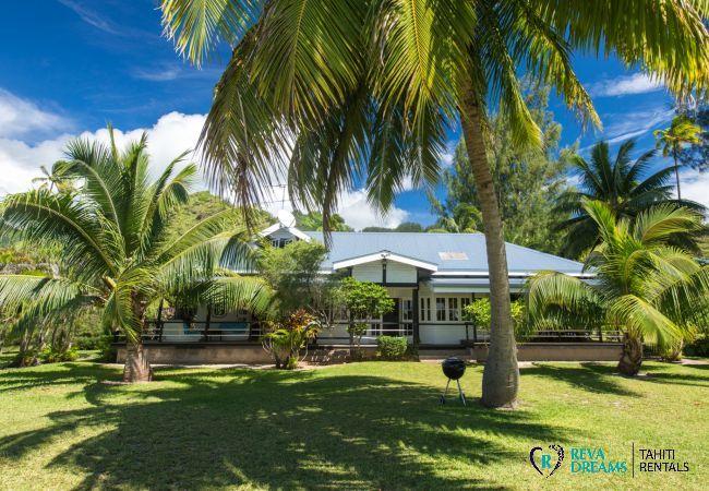 Jardin tropical de la Villa Teareva Dream, profitez des vacances de rêve à Moorea en Polynésie Française