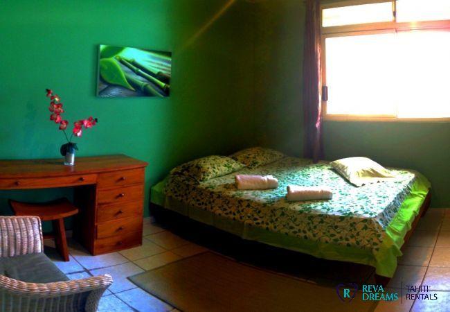 Troisième chambre double du Fare Taina Nui, maison sur l'île de Moorea pour profiter du soleil de Polynésie Française