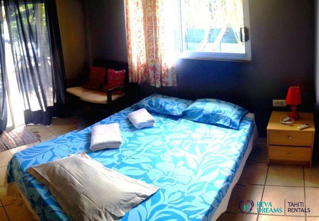 Seconde chambre double du Fare Taina Iti, maison pour séjours en bord de mer à Moorea, île de Polynésie Française