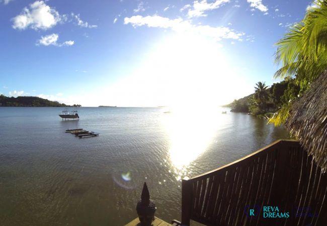 Vue sur le lagon de l'île de Bora Bora, location de vacances aux Fare Aroha, maisons en Polynésie Française