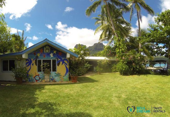 La Fare Aroha Ho'e, ses cocotiers et son jardin tropical, séjours sur l'île de Bora Bora entre terre et mer