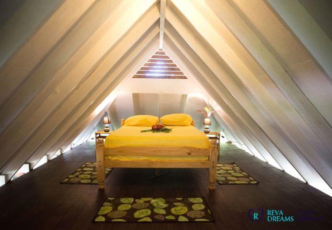 Chambre 3 mezzanine, Fare Tiki Dream sur l'île de Moorea, près du lagon et avec une belle plage de sable blanc
