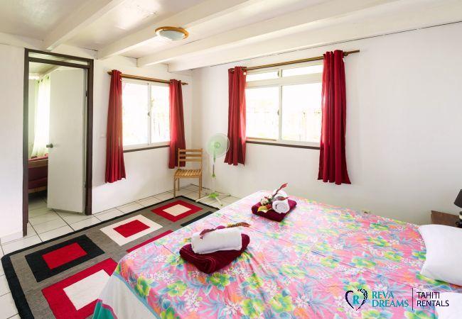 Chambre 1 du Fare Tiki Dream, location de vacances, à côté de la plage sur l'île de Moorea