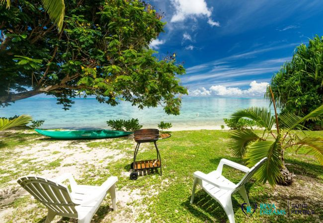 Jardin et barbecue à la plage à Fare Tiki Dream, sur l'île de Moorea