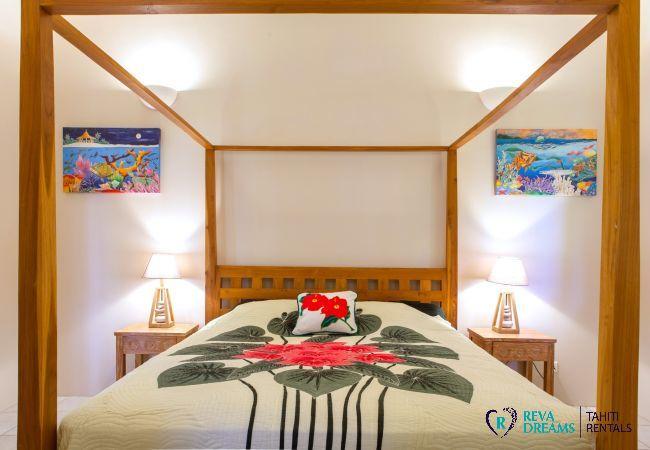 Chambre principale, Villa Tehere Dream location de vacances authentique sur l'île de Tahaa en Polynésie Française