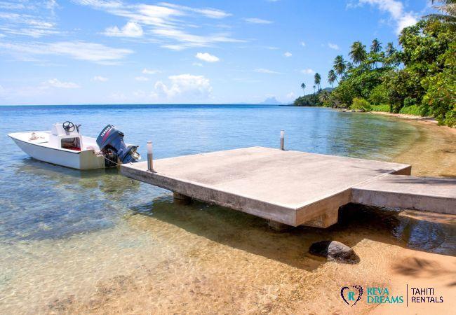 Ponton et bateau, Villa Tehere Dream voyage exceptionnel sur l'île de Tahaa, Pacifique Sud