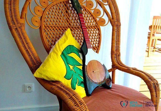 Découvrir la musique et la culture polynésienne pendant votre séjour de rêve au Fare Iris sur Moorea, près de Tahiti