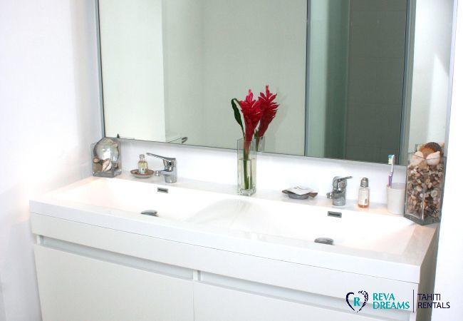 Loft Calypso salle de bain, avec des accents de la plage et du jardin