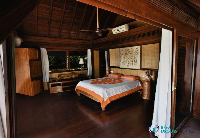 Chambre élégante dans la Villa Varua Dream location de vacances sur l'île de Moorea au Pacifique Sud