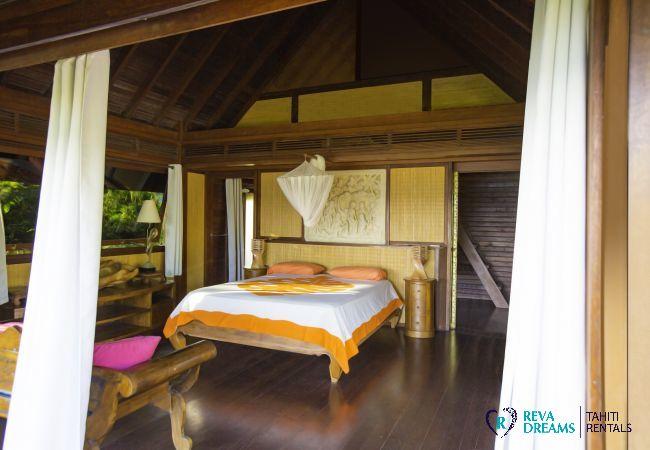 Chambre spacieuse dans la Villa Varua Dream location de vacances sur l'île de Moorea en Polynésie Française