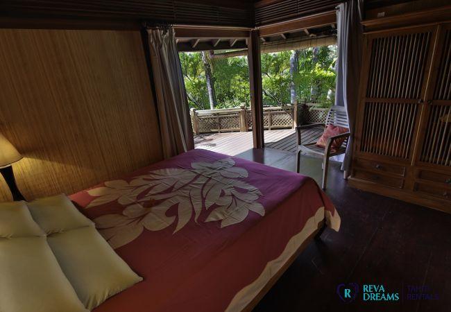 Chambre dans la Villa Varua Dream location saisonnière sur l'île de Moorea, pour un séjour inoubliable près de Tahiti