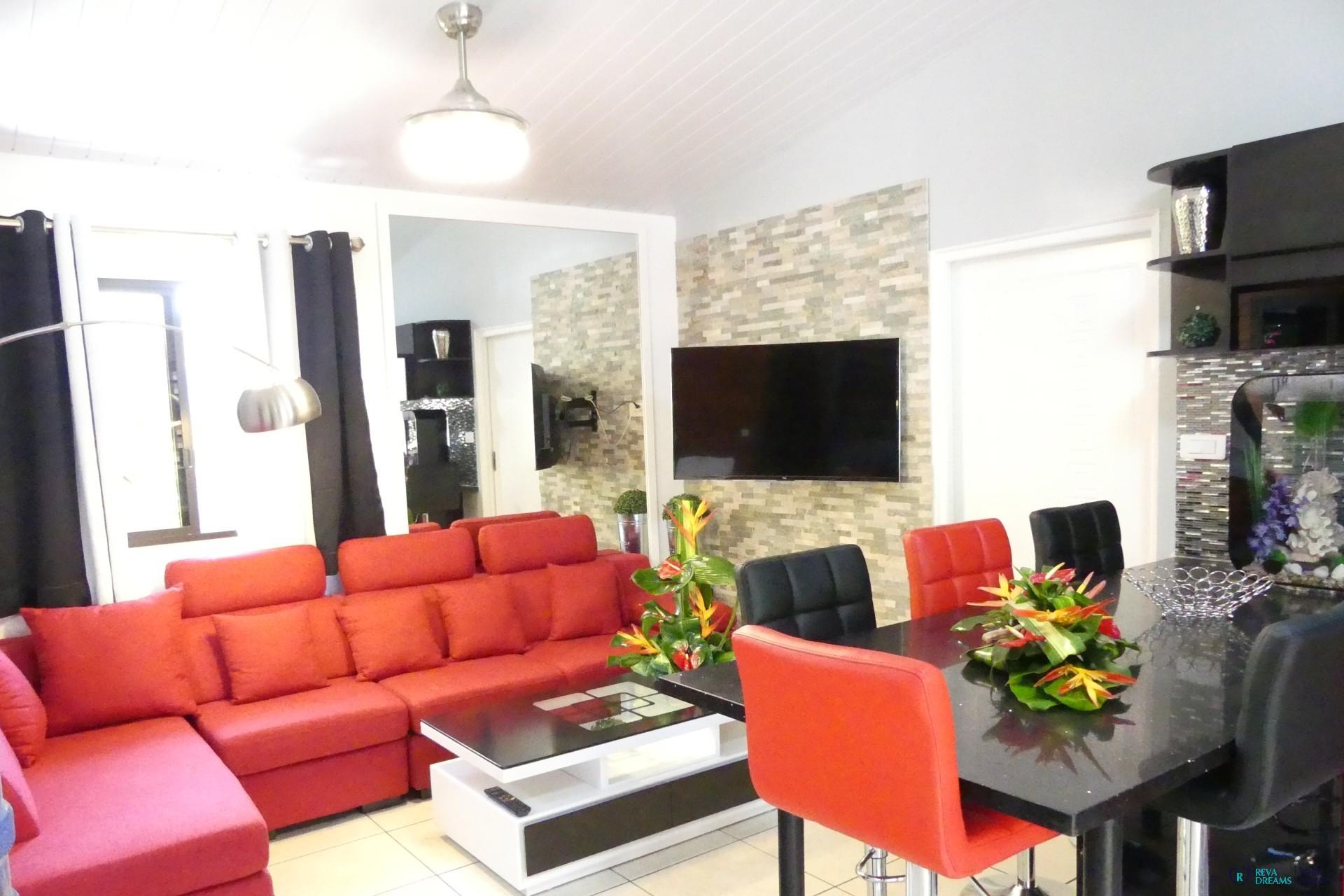 Salon du fare anapa un bungalow avec 2 chambres à louer à punaauia tahiti